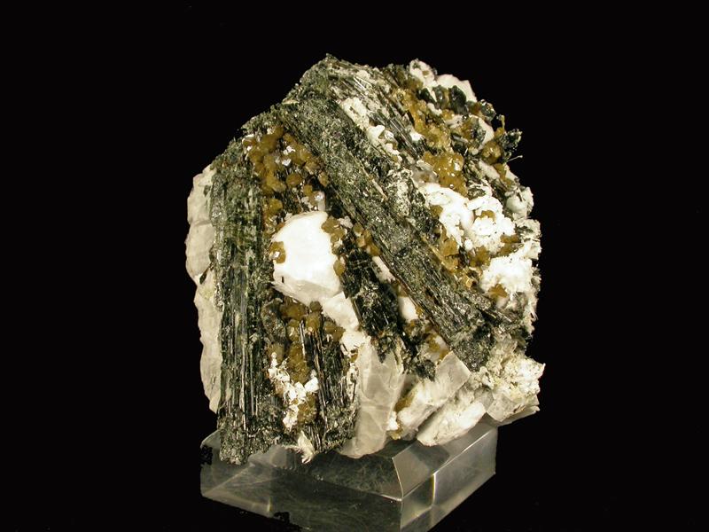 Niveolanite