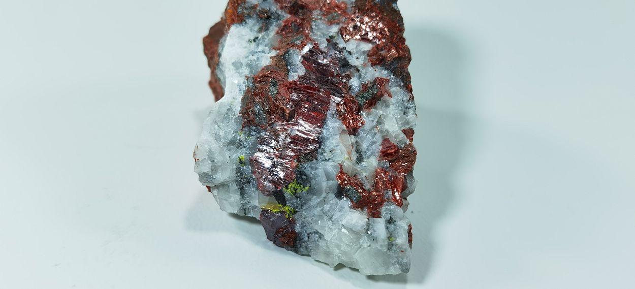 Getchellite & Cinnabar