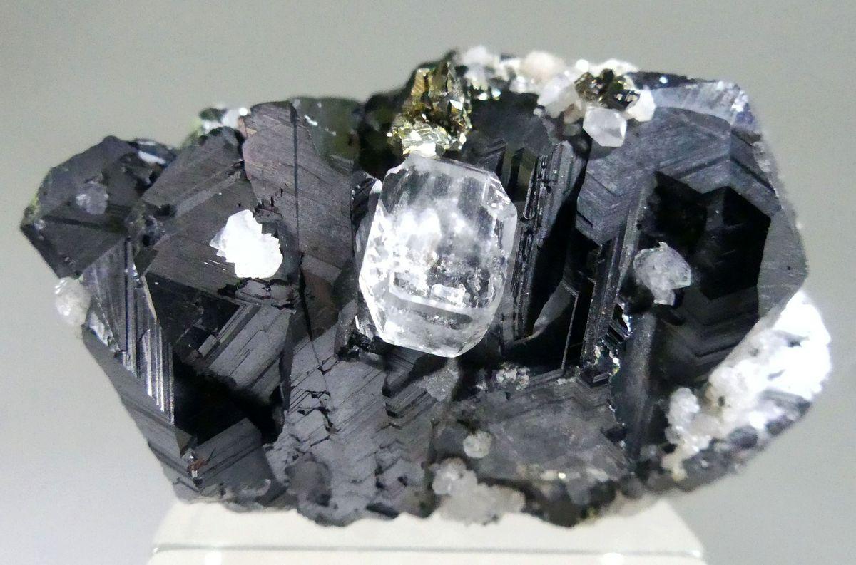 Fluorite Chalcopyrite & Calcite On Sphalerite