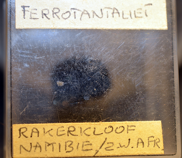 Tantalite-(Fe)