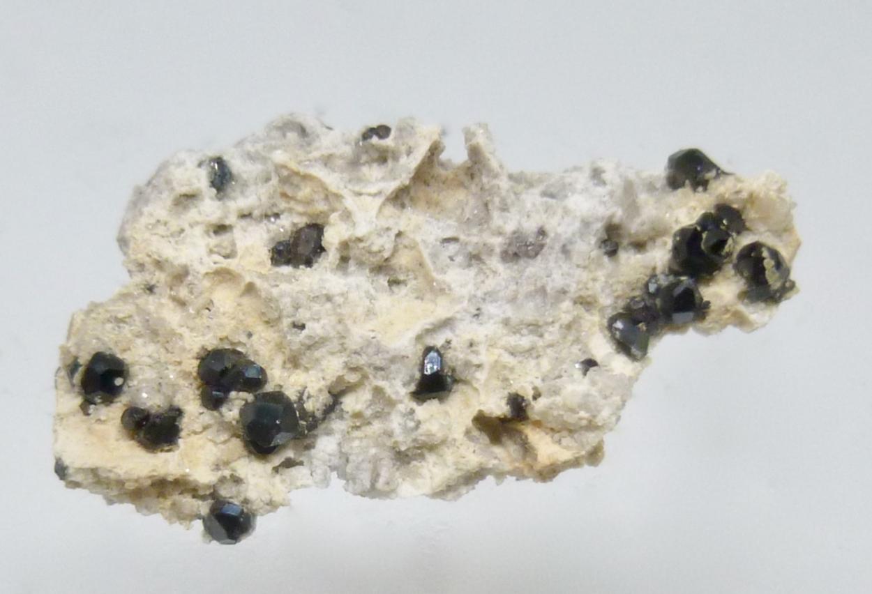 Fluor-buergerite