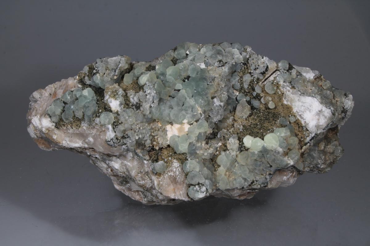 Prehnite Pectolite & Julgoldite-(Fe2+)