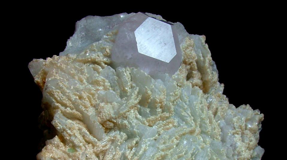 Beryl Var Morganite With Cleavelandite