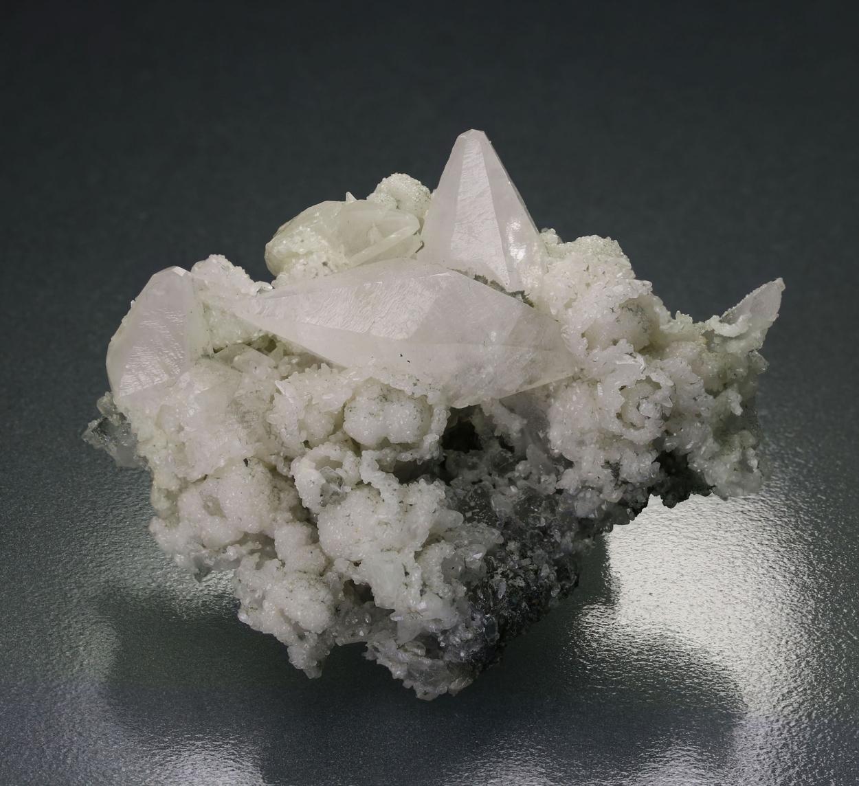 Manganoan Calcite On Quartz