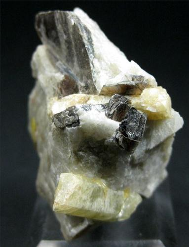 Heliodor With Muscovite
