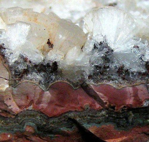 Stilbite & Heulandite On Agate