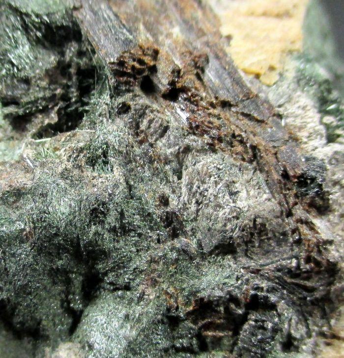 β-Lomonosovite Lamprophyllite & Aegirine