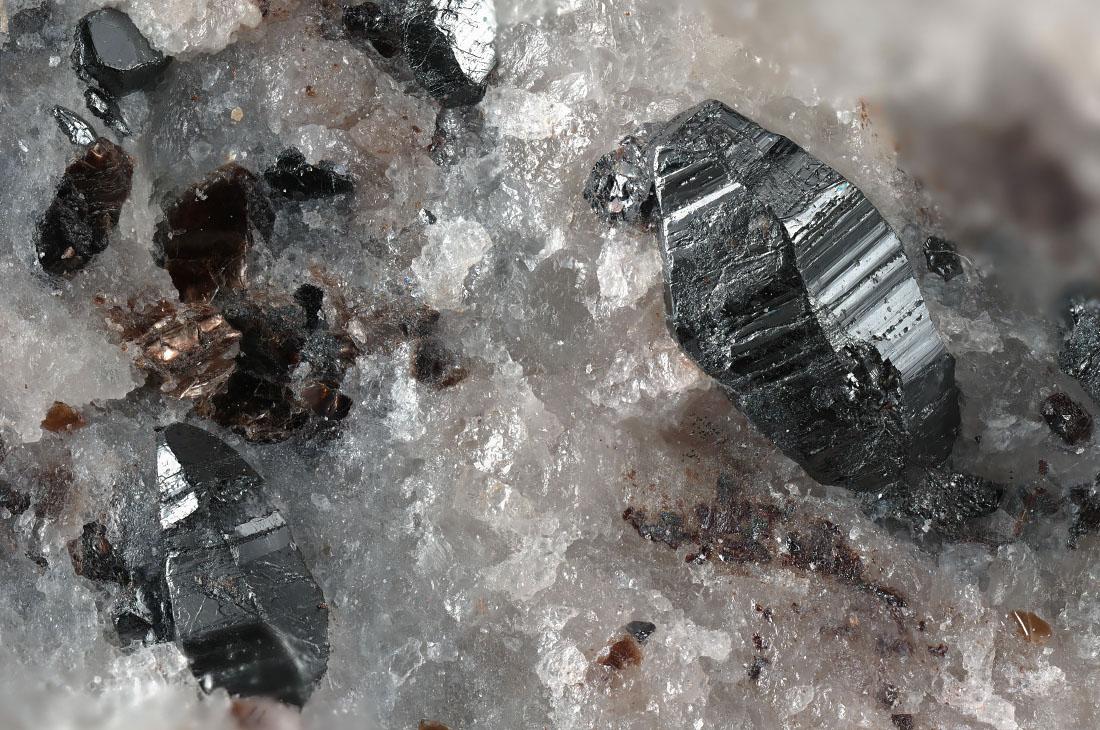 Magnetoplumbite
