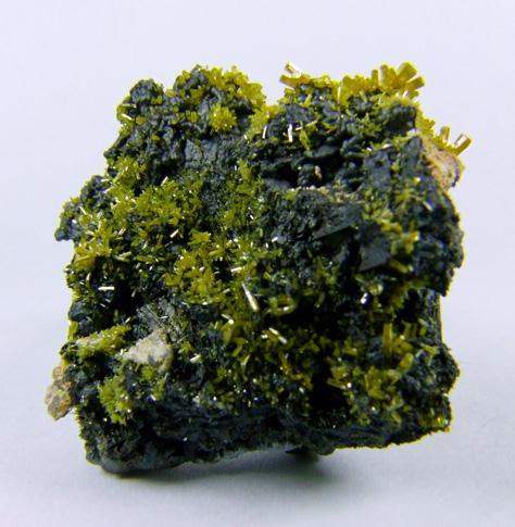 Pyromorphite On Coronadite