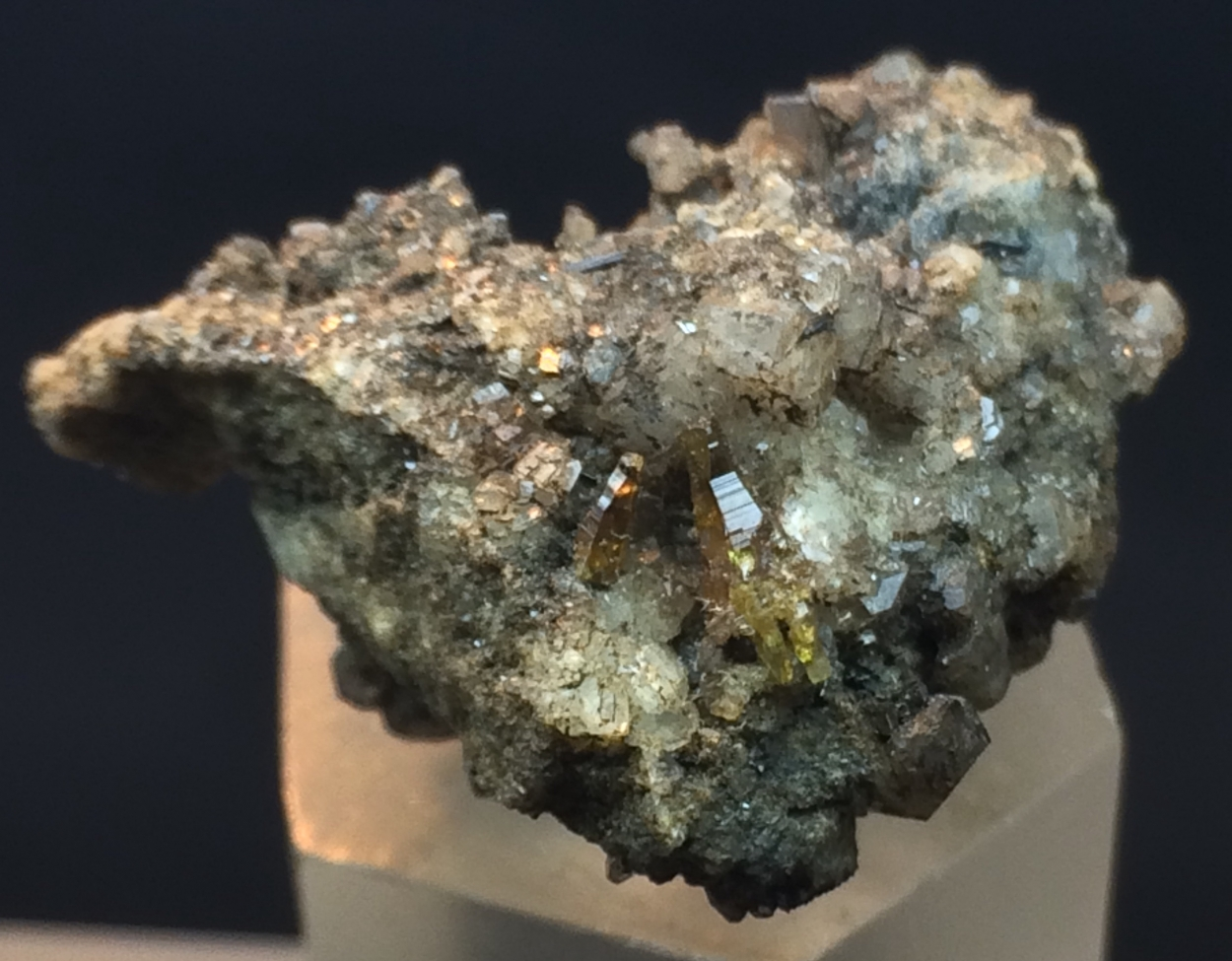 Parisite-(Ce) With Quartz