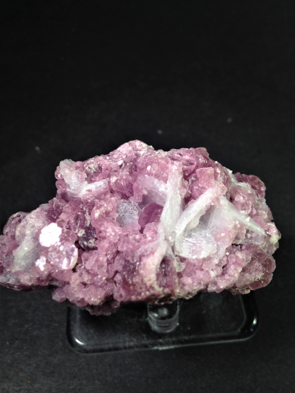 Tourmaline Var Achroite With Lepidolite