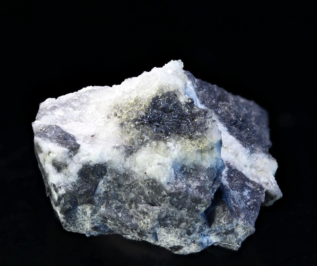 Dadsonite