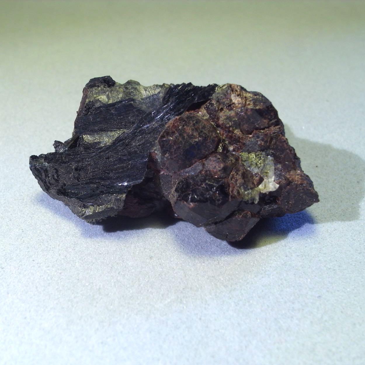 Ferro-pargasite & Andradite