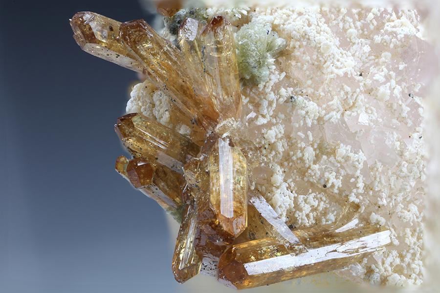 Eosphorite Roscherite & Quartz