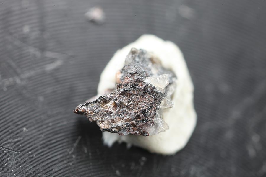 Lithiotantite
