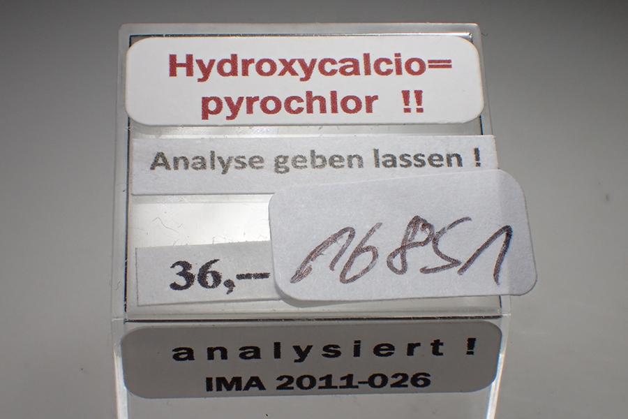 Hydroxycalciopyrochlore