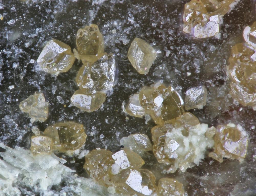 Hechtsbergite