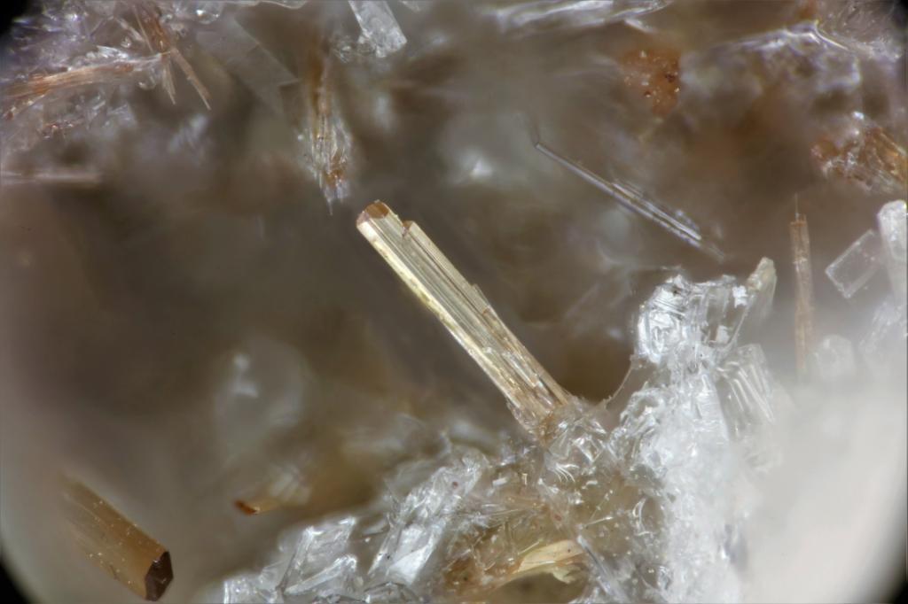 Mangani-obertiite