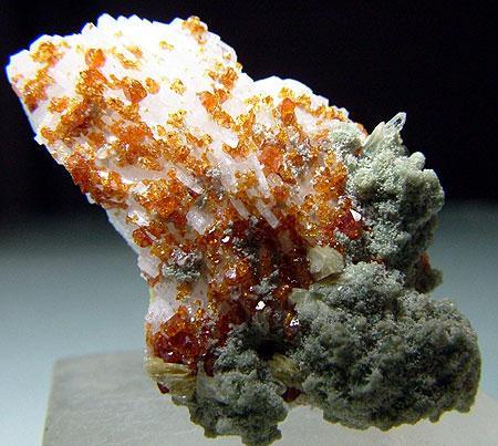Microlite With Cleavelandite