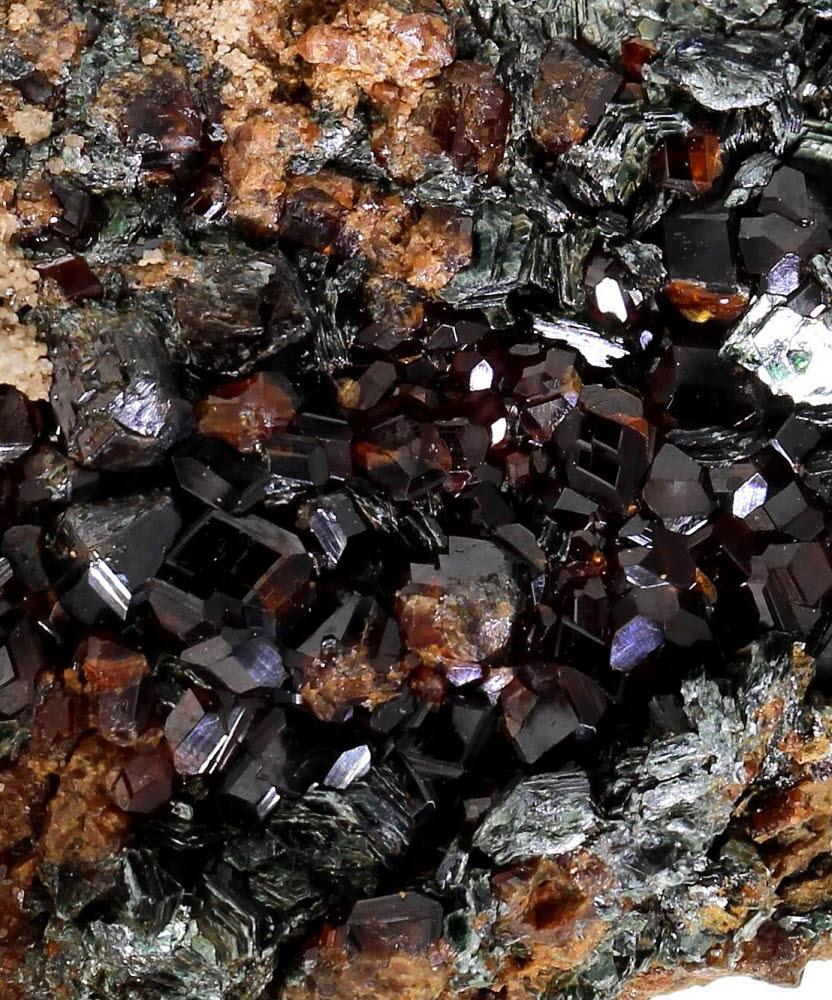Hessonite & Clinochlore