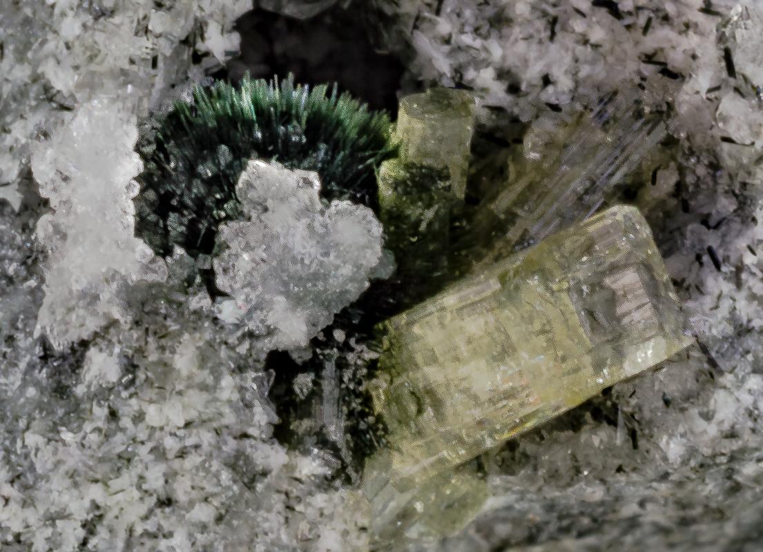 Apophyllite Tuperssuatsiaite & Natrolite