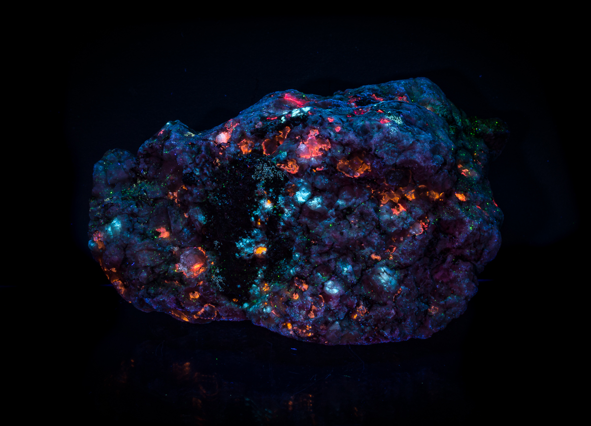 Tugtupite Chkalovite Sodalite Analcime & Natrolite