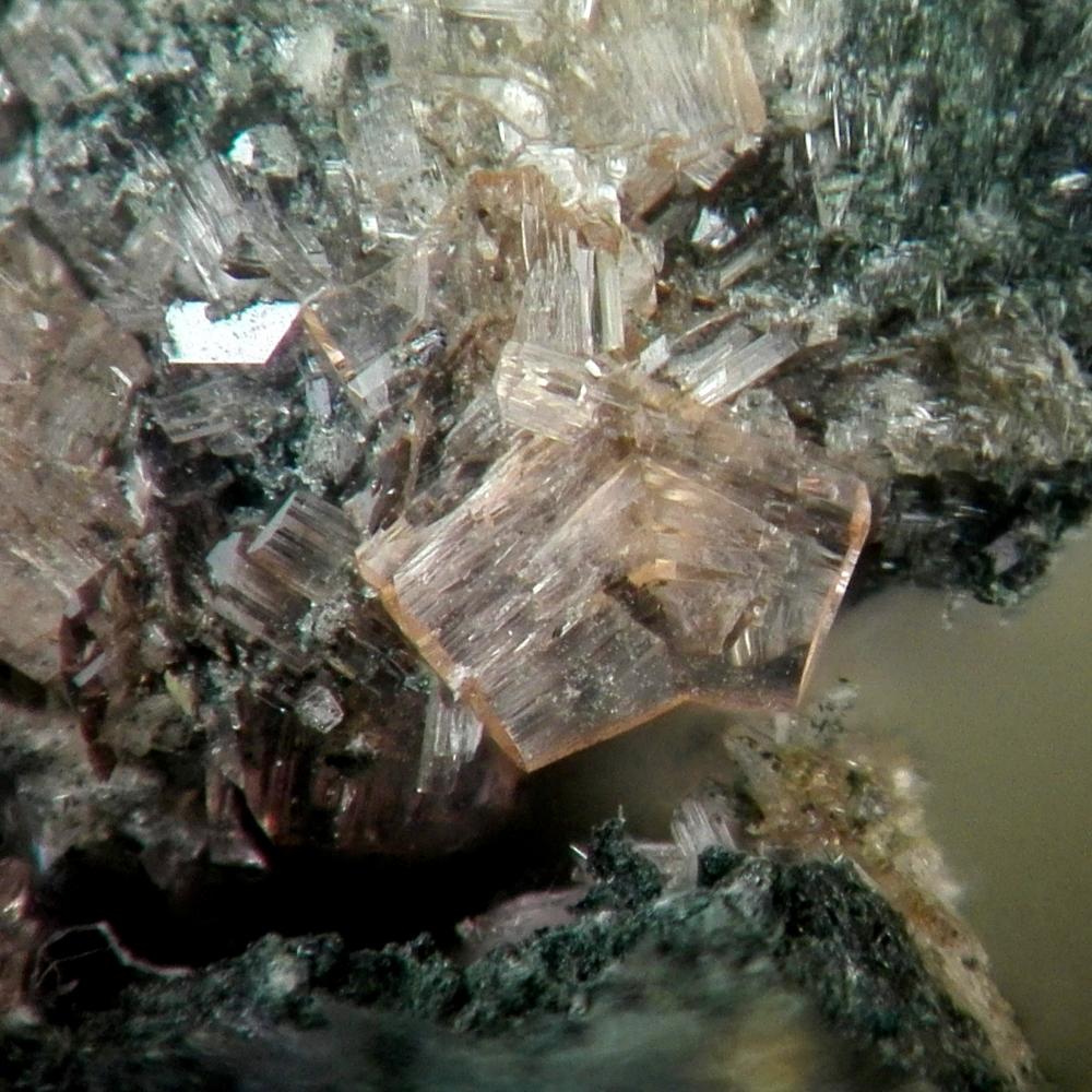 Benyacarite & Phosphosiderite