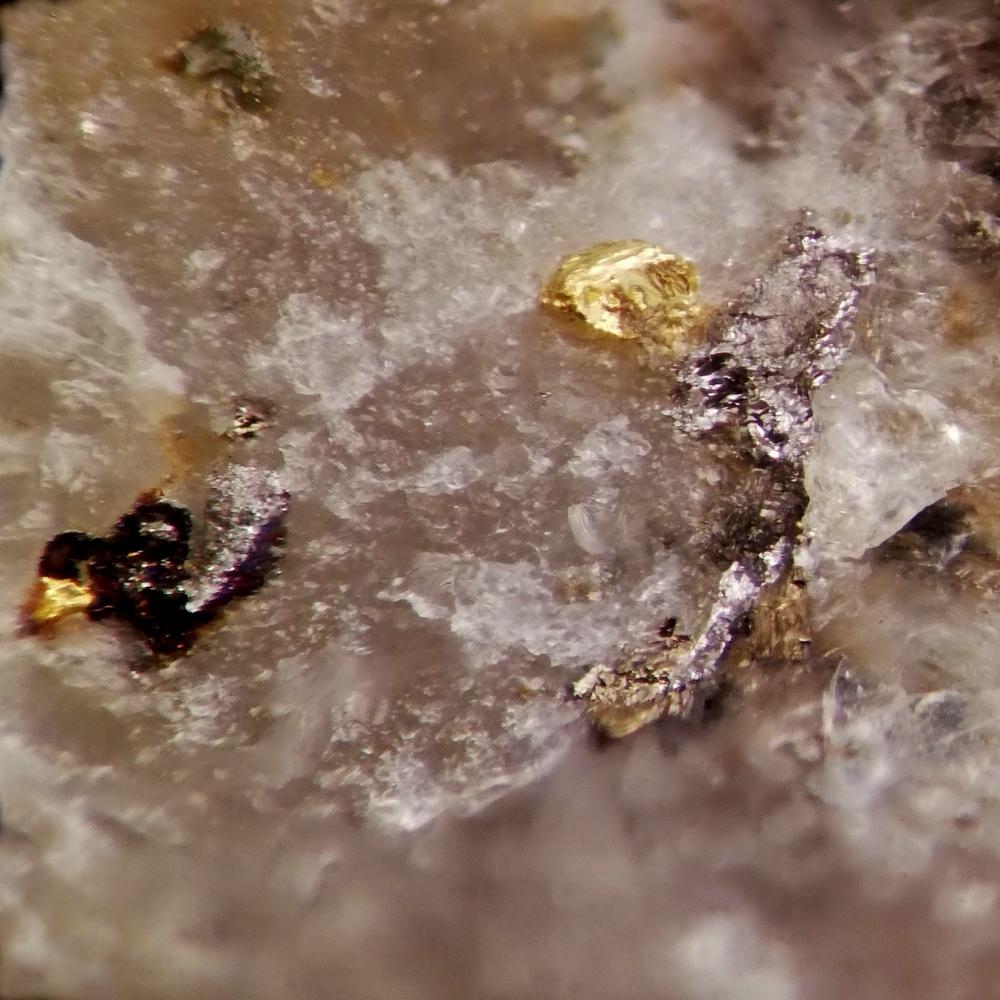 Gold & Tsumoite