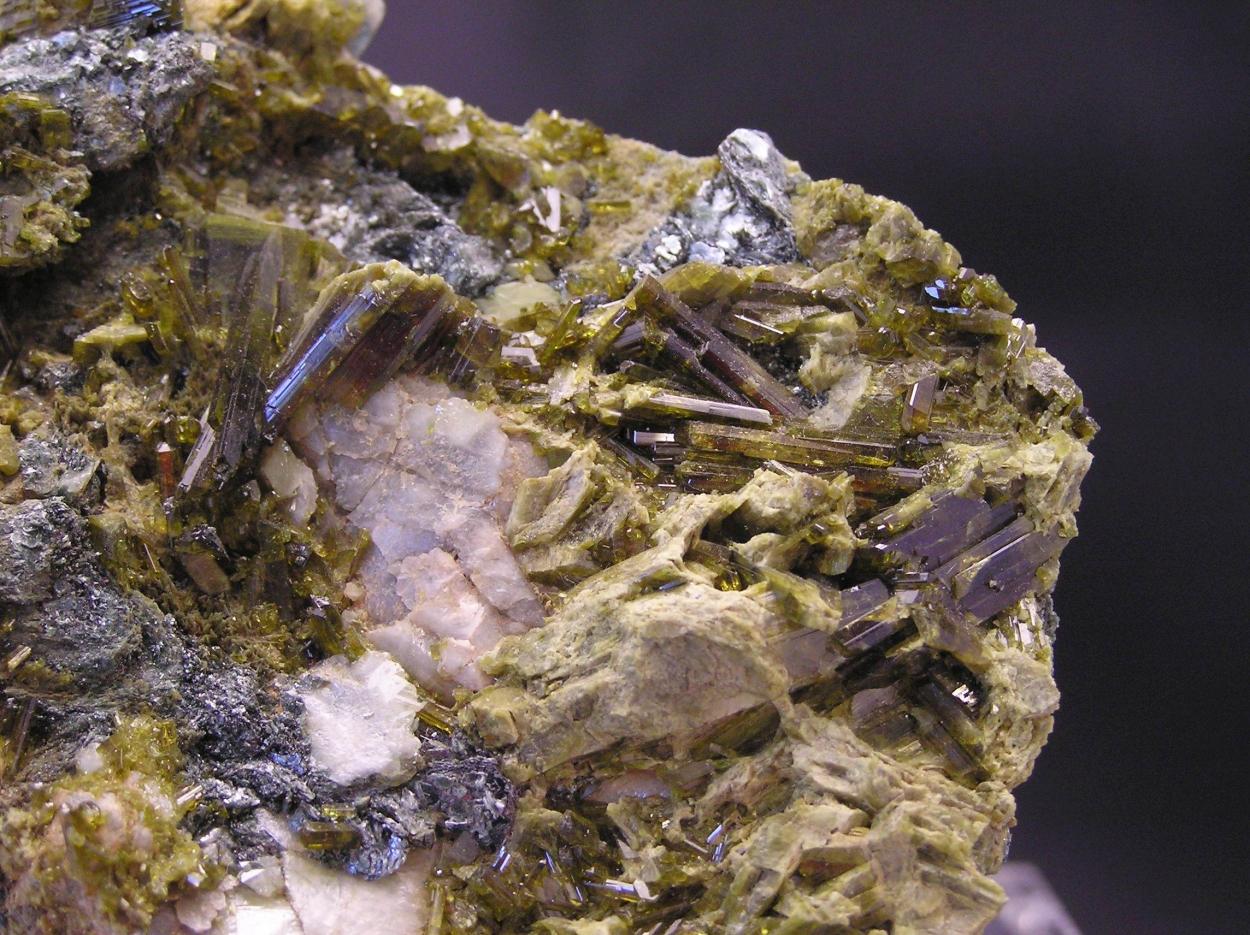Epidote With Titanite