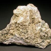 Leucosphenite