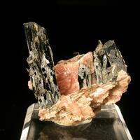Rhabdophane-(La) & Rhodochrosite