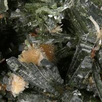 Bultfonteinite On Diopside With Apophyllite