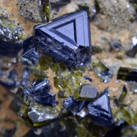 Magnetite With Epidote
