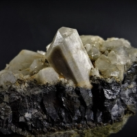 Chlorapatite