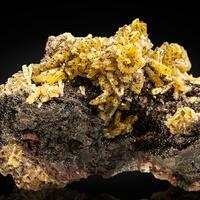 Mimetite With Descloizite & Cerussite
