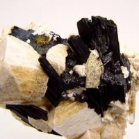 Fergusonite-(Y)