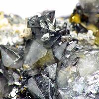 Scheelite On Chalcopyrite