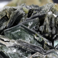 Chloritoid With Hessonite
