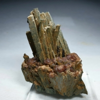 Hedenbergite Andradite & Magnetite