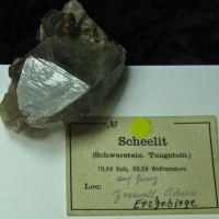 Scheelite On Quartz