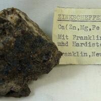 Zinc-Schefferite Franklinite & Hardystonite