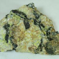 Gummite & Allanite-(Nd)