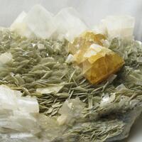 Scheelite & Calcite & Muscovite