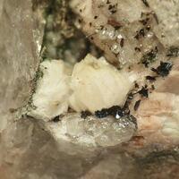 Bavenite & Pumpellyite-(Fe)