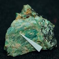 Keiviite-(Yb) & Amazonite