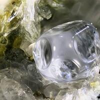 Fluorite & Wöhlerite