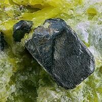 Hematite Lizardite & Hydrotalcite