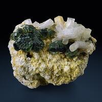 Beryl Var Goshenite With Fluorite