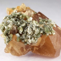 Grossular With Mica