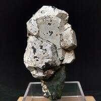 Hydroxylapatite On Actinolite
